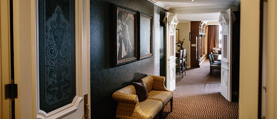 Hotel Julien Dubuque ・ A True Landmark Of Luxury And Sophistication